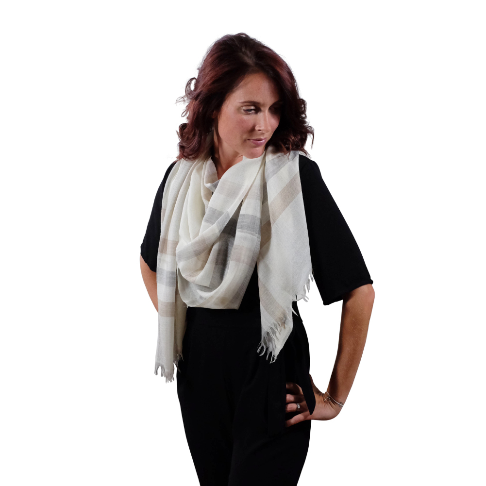 Checkered beige fine wool scarf for her