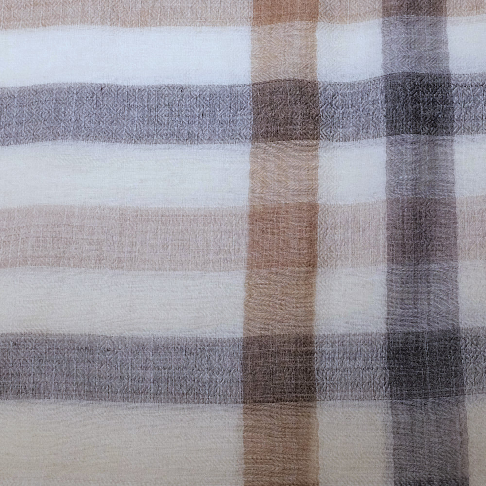 Checkered beige fine wool scarf material details