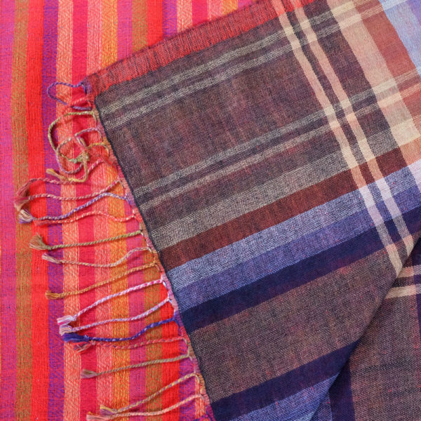 Two sided fine wool & cotton scarf material details